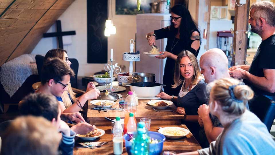 Familie Köhn bei Tisch