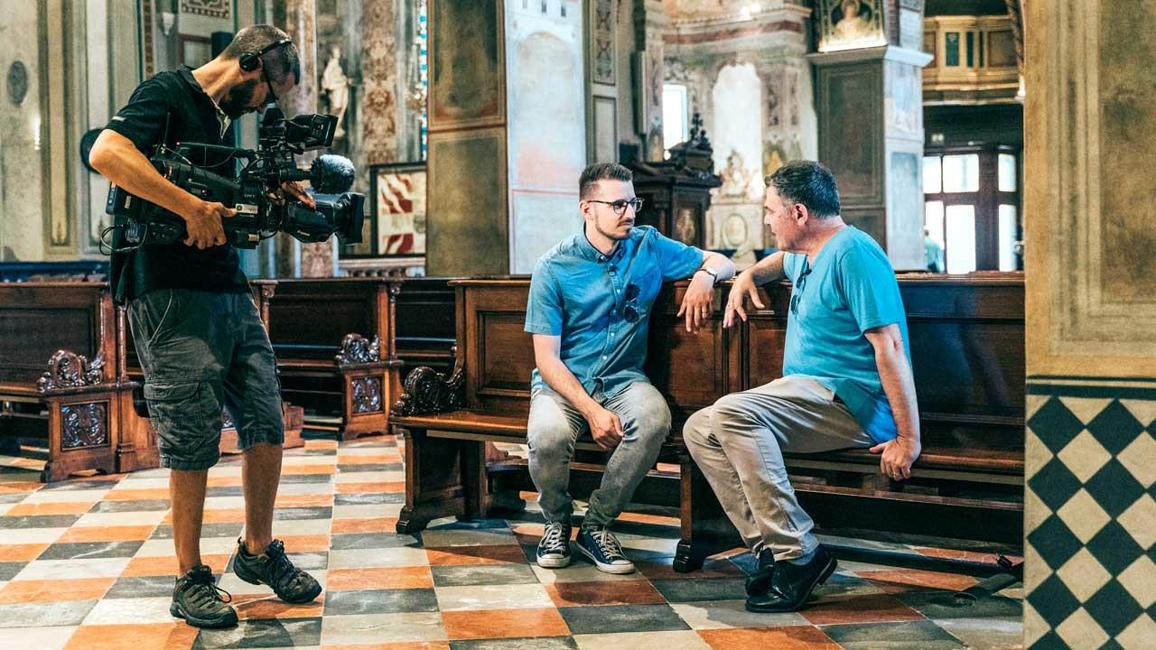 Redaktor Matthias Hauser und Moderator Ruedi Josuran mit Kameramann