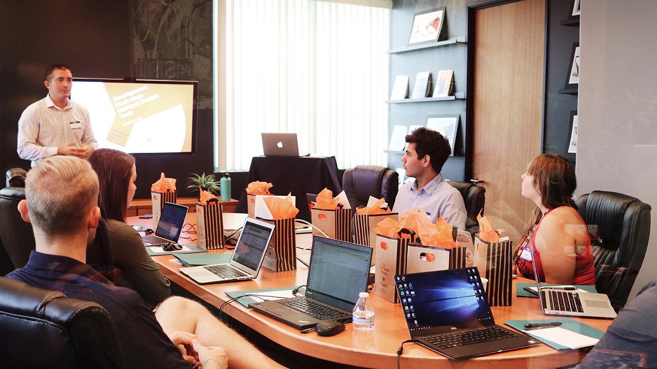 Business-Meeting | (c) unsplash