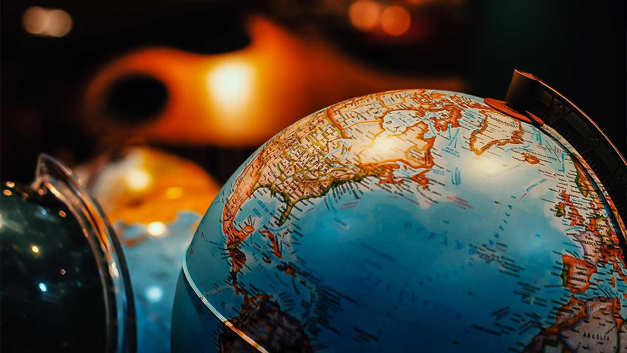 Globus im Schummerlicht