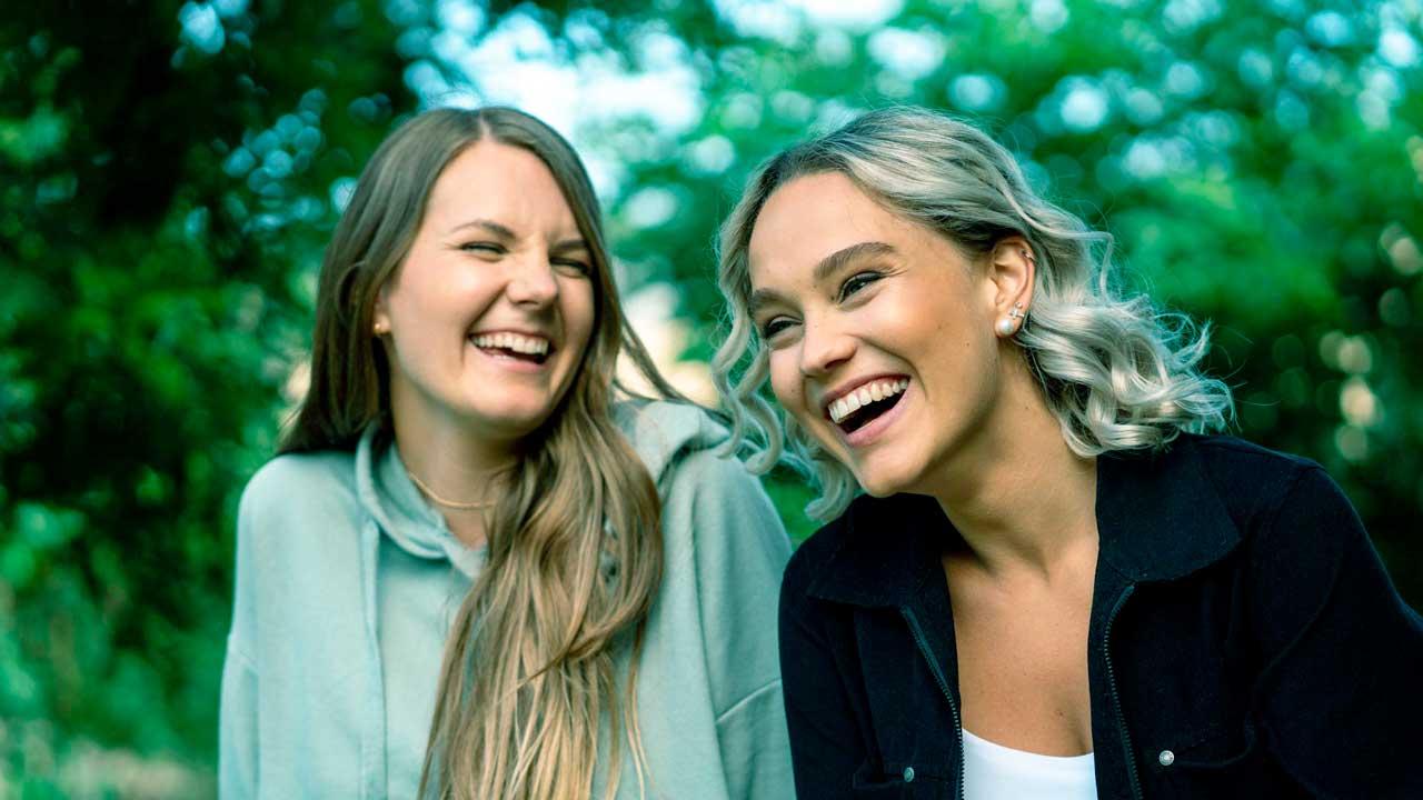 Debbbie und Jana Highholder vom Kanal «Hier»