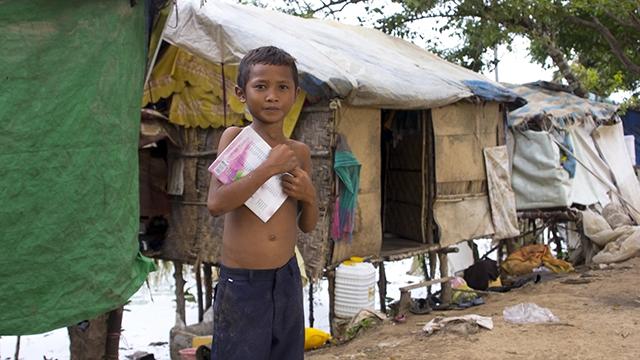 Junge in Slum in Kambodscha   (c) Fotolia